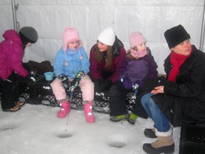 Ice fishing girls - photo#25